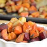 קוביות ירקות שורש אפויות בתנור